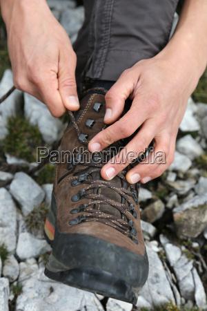 bind walking shoes
