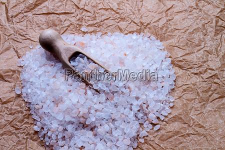 salt, coarse, on, paper - 10219087