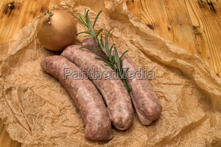 sausages with onion and rosemary