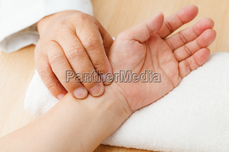 chinese doctor diagnose pulse of patient