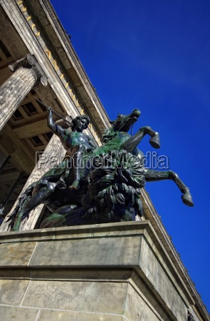equestrian statue loewenkaempfer in berlin in