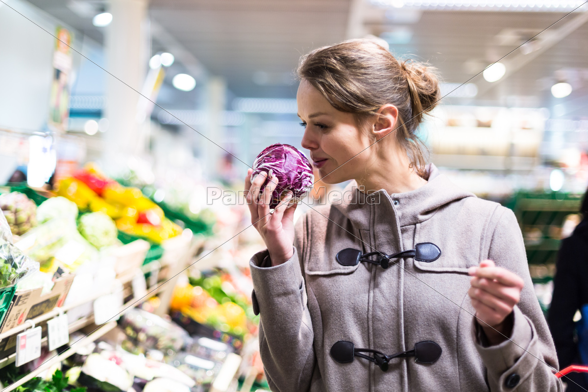pretty, , young, woman, shopping, for, fruits - 10325403
