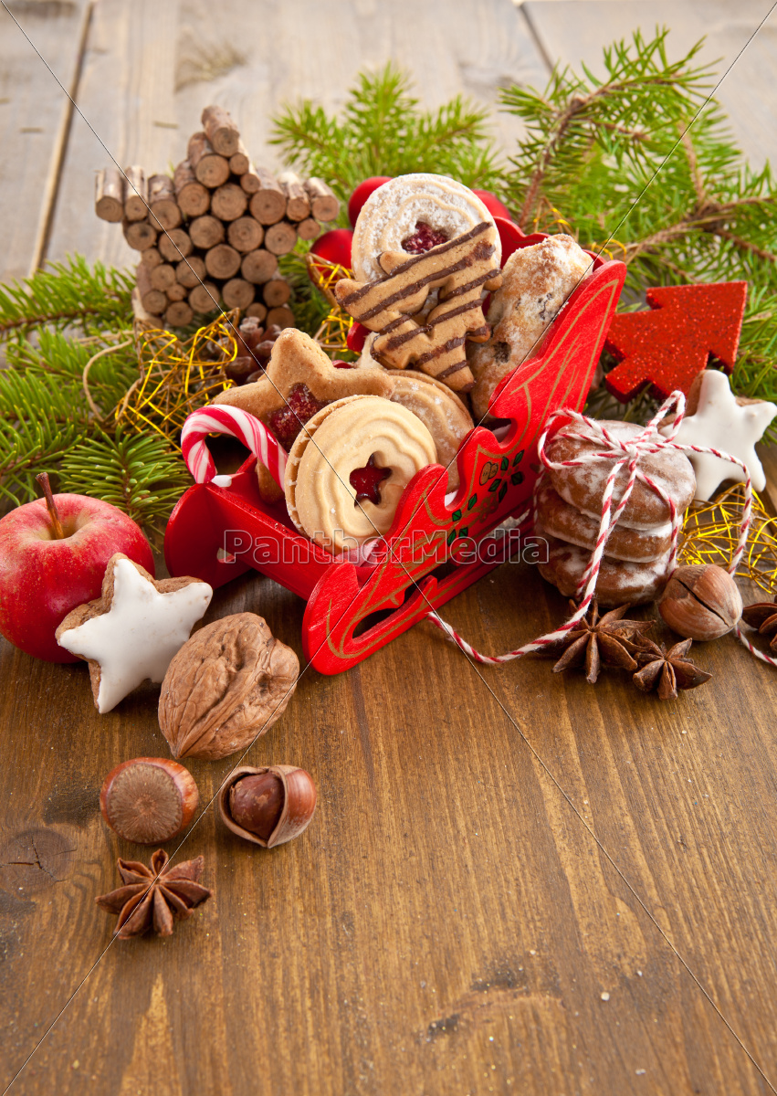 small, sleigh, with, cookies - 10334317