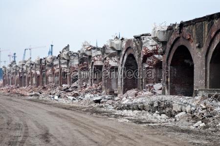 demolition of historical pfeilerbahn in hamburg