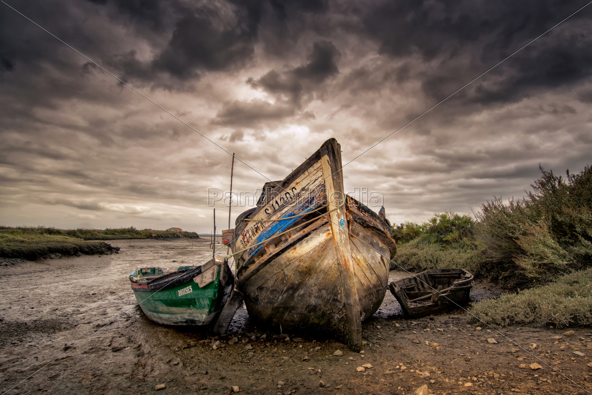 old, boats - 10386351