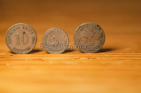 projeto madeira moeda dourado metal rico