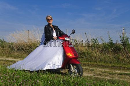 trash the dress bride on
