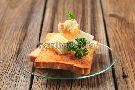 toast smor og kogt aeg
