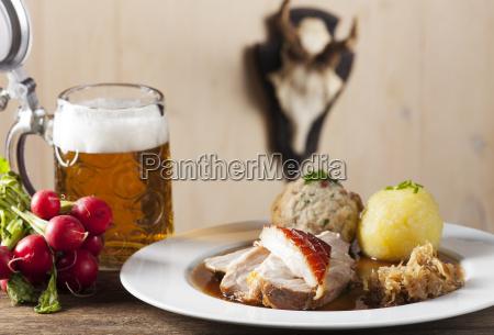 bayrisch bayerisch bayerin knoedel schweinebraten schweinsbraten