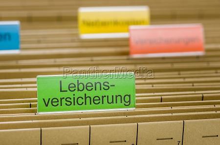 hanging folders labeled lebensversicherung