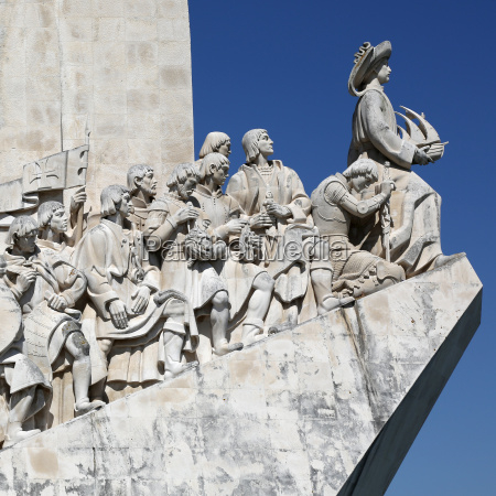 monument to the sailors in lisbon