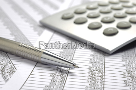 invoice with pen and number table