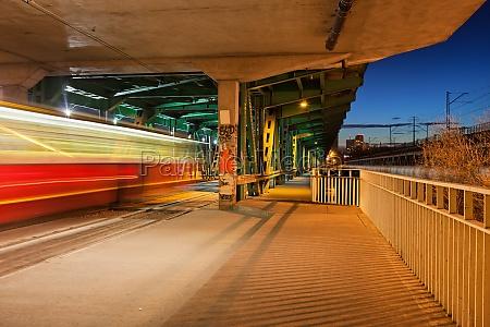 traffic on gdanski bridge at night
