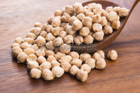 dried white chickpeas ceci on the