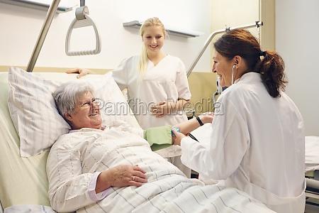 hospital paciente medico hermana