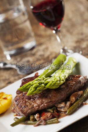 grilled steak with asparagus