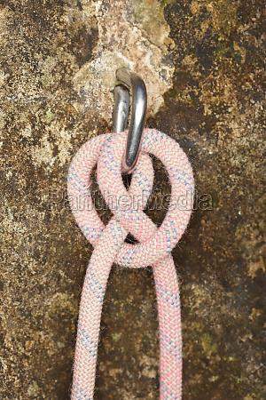 clove hitch knot on rock