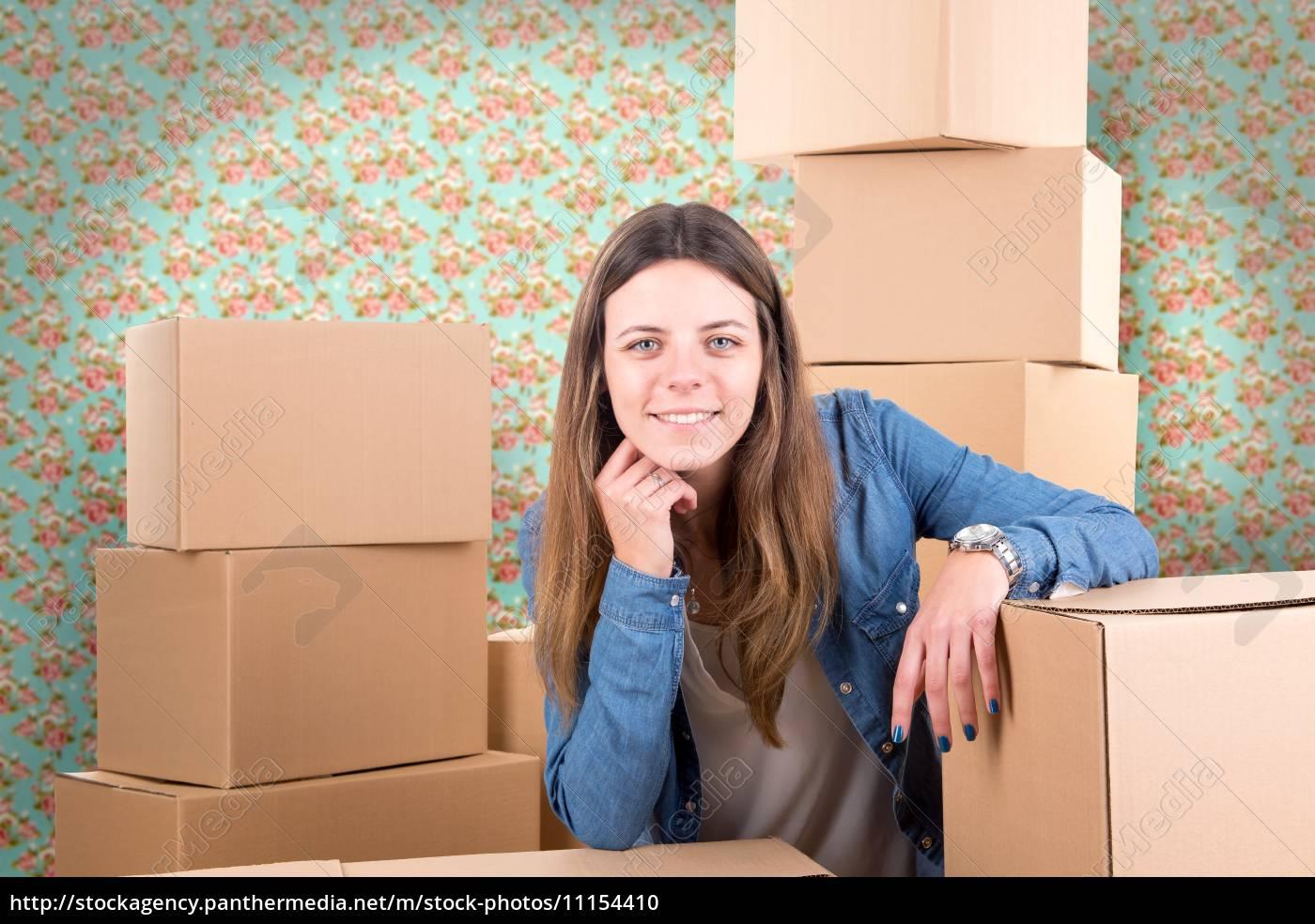 unpacking - 11154410