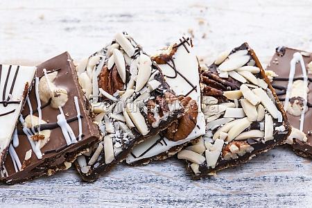 chocolate caramel bark pieces