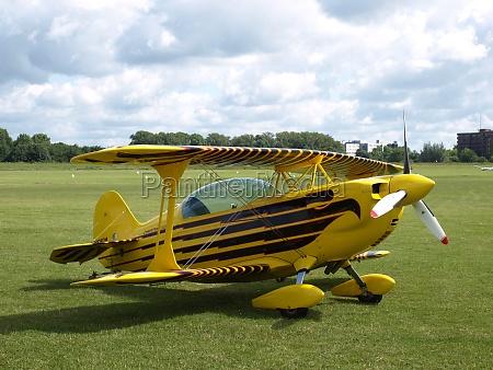 aerobatic double decker