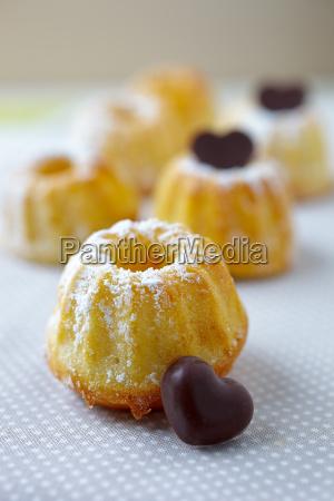 fresh mini gugls cake with