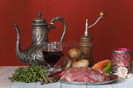 rohes lammfleisch und gemuese