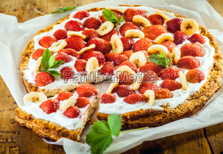 delicious strawberry and banana pie