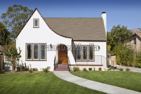 front exterior of cottage pasadena california