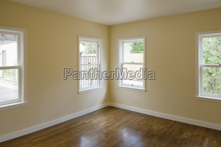 empty room with hardwood floor pasadena