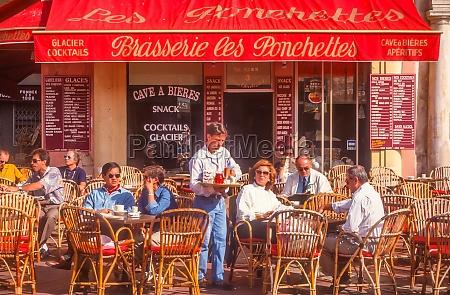 sidewalk cafe in nice