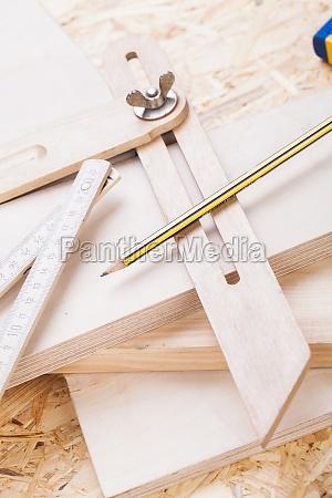 wasserwage wikelmesser and ruler in holzbearbeiteung