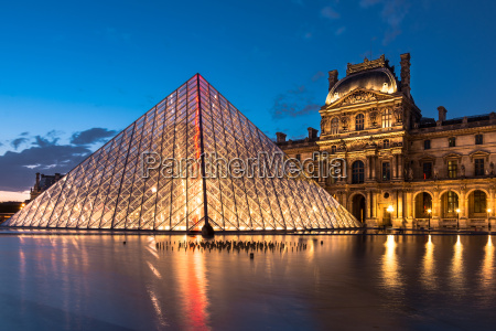 the louvre paris landmark