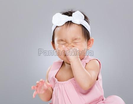 dziewczynka kichanie