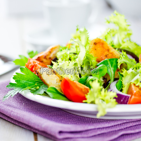salad with chicken breast strips