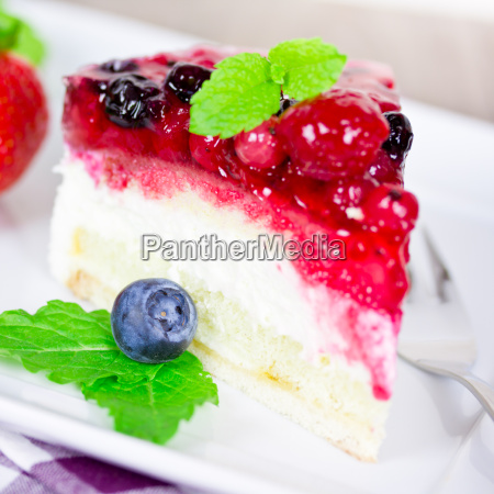 cream cake with berries