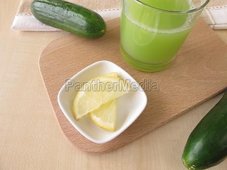 cucumber juice with lemon