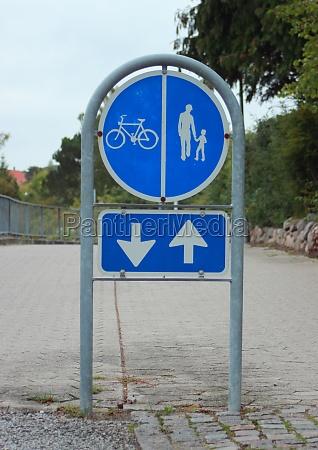 sign to separate promenade and biking