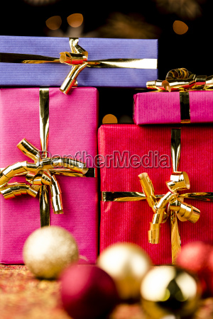 four solid spheres festive gift boxes
