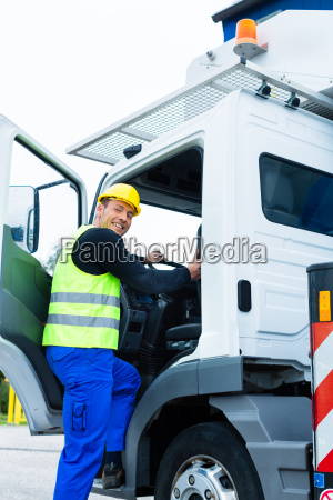 crane operator travels with the crane