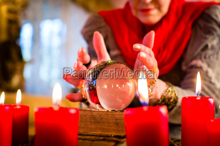 clairvoyant, while, seance, with, tarot, cards - 12044221
