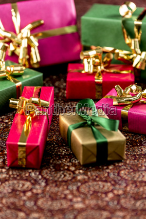 seven little presents with bowsr
