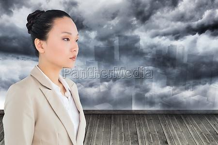 composite bild von unsmiling asiatische geschaeftsfrau