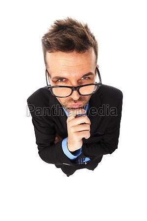 empresario vestindo irritados vidros da forma