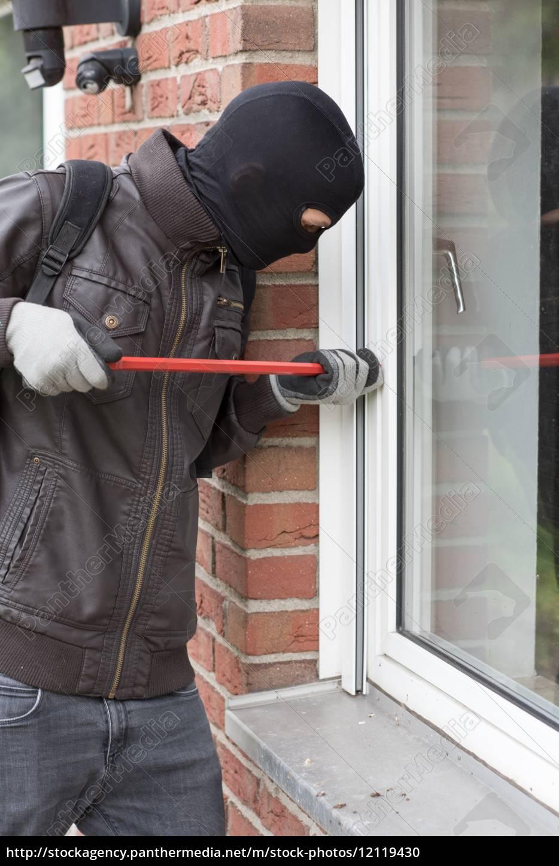 burglar, with, crowbar - 12119430