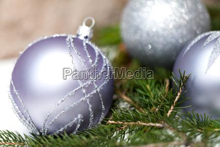 plata arbol de navidad bolas en