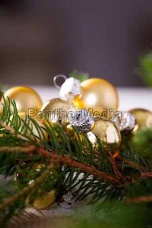 golden shiny christmas tree ornaments advebtsschmuck