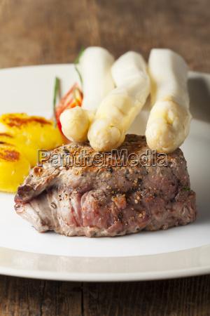 juicy steak with asparagus