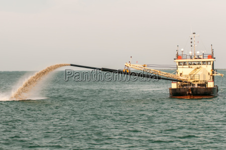 barge pipe pushing sand onto the