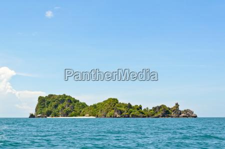 ko maphrao island in the ocean