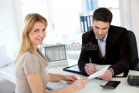 woman meeting lawyer to set up